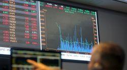 Bovespa cai abaixo dos 122 mil pontos, com EUA e dados do varejo no Brasil